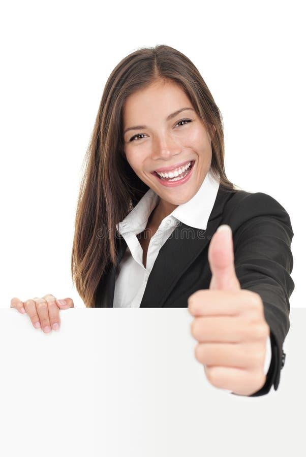 Geschäftsfrauholding-Anschlagtafelzeichen lizenzfreie stockfotos