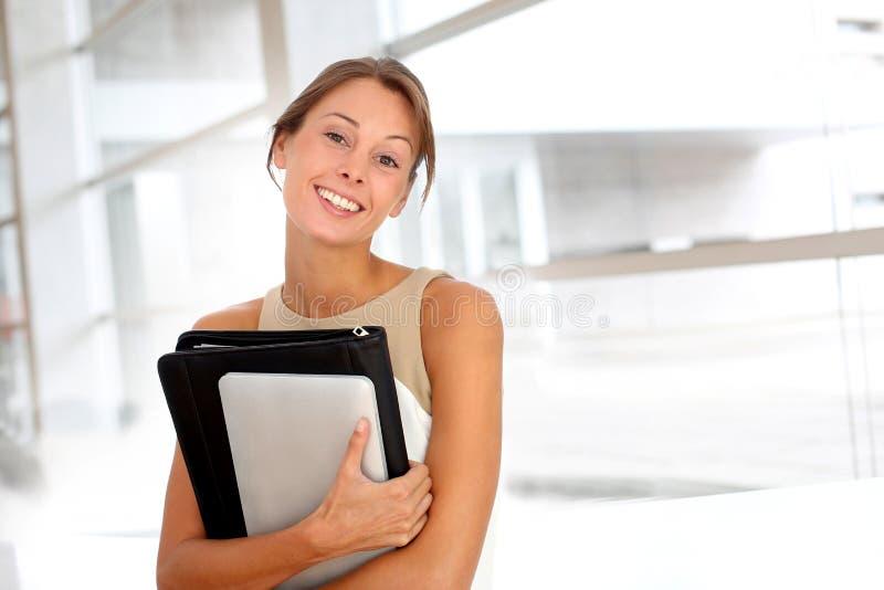 Geschäftsfrauportrait lizenzfreie stockbilder