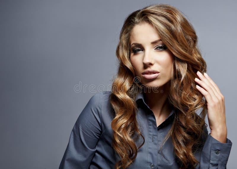 Download Geschäftsfrauportrait Getrennt Stockbild - Bild von mädchen, freundlich: 26372787