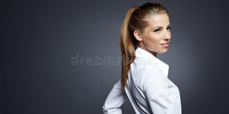 Download Geschäftsfrauportrait Trennte Stockbild - Bild von geschäftsfrau, büro: 26373235