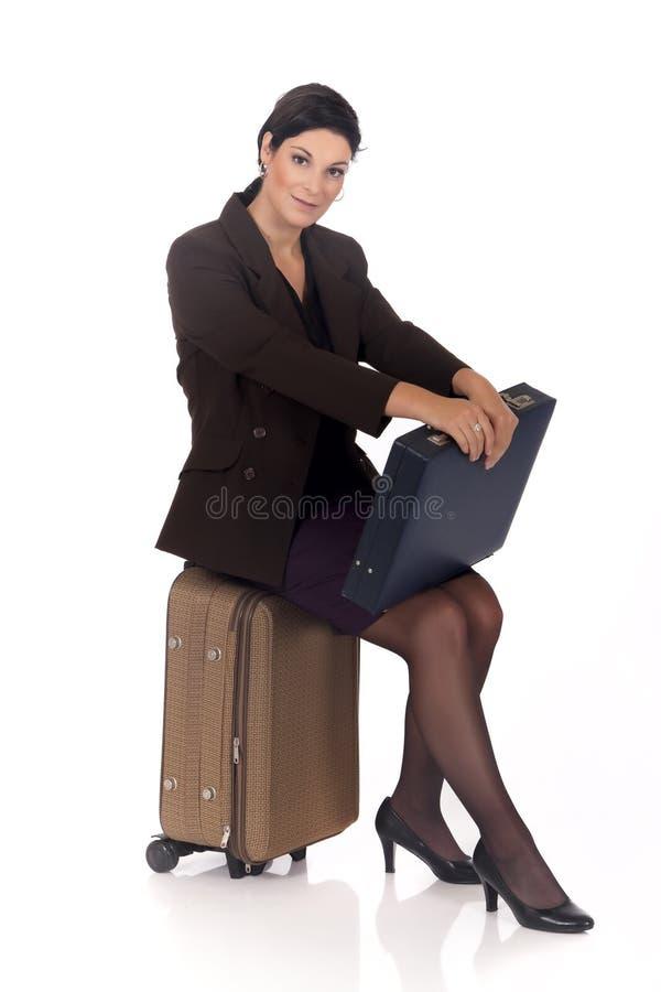 Geschäftsfraureisendkoffer stockfoto