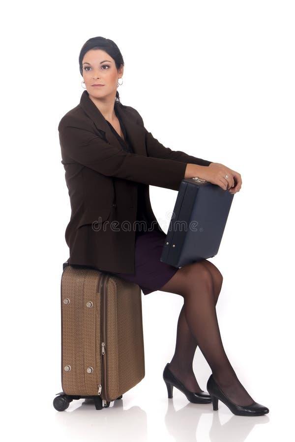 Geschäftsfraureisendkoffer stockfotos
