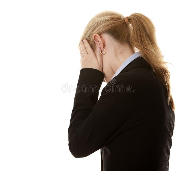 Geschäftsfrauverstecken stockbild