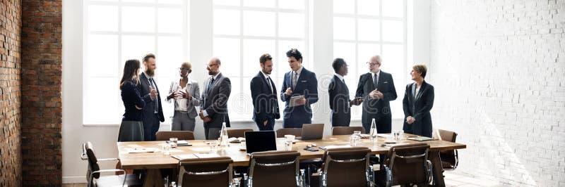 Geschäftsgruppe-Sitzungs-Diskussions-Strategie-Arbeitskonzept stockfotografie