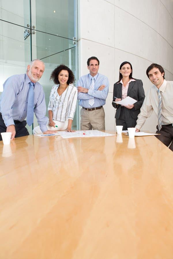 Geschäftsgruppesitzung lizenzfreies stockbild