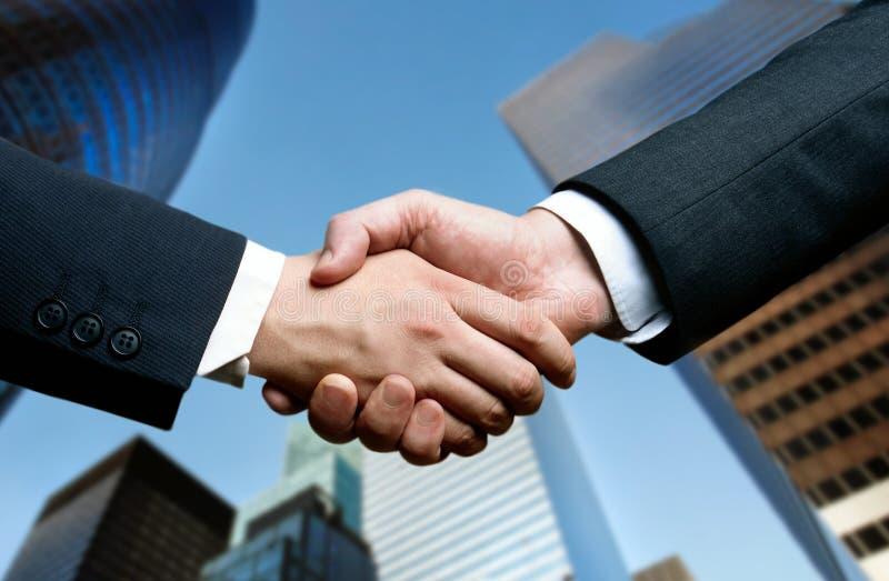 Geschäftshanderschütterung lizenzfreies stockfoto