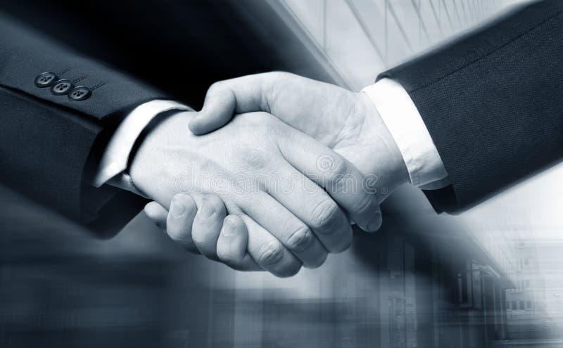 Geschäftshanderschütterung lizenzfreie stockfotos