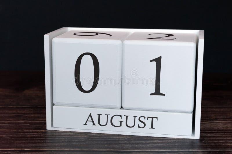 Geschäftskalender für August, 1. Tag des Monats Planerorganisatordatum oder Ereigniszeitplankonzept stockbilder