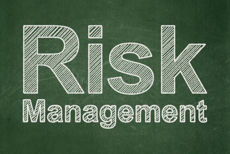 Geschäftskonzept: Risikomanagement auf Tafelhintergrund lizenzfreie abbildung