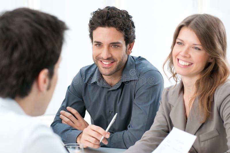 Geschäftsleute bei der Arbeit lizenzfreies stockbild