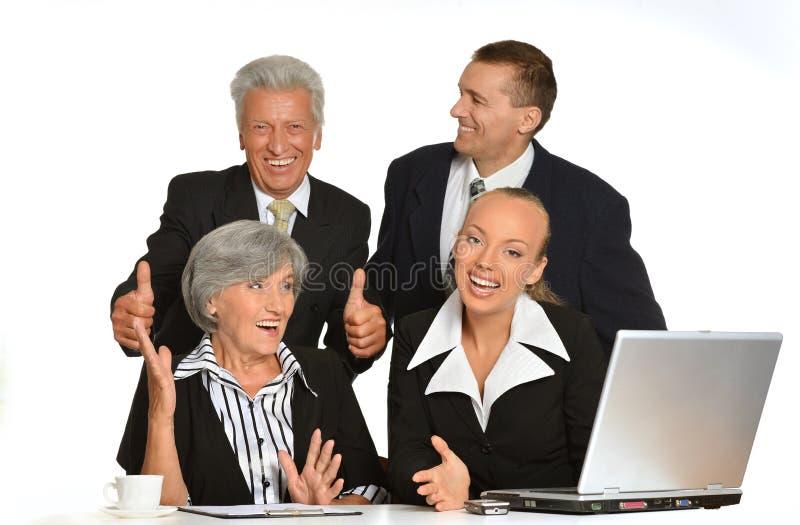 Geschäftsleute bei der Arbeit stockbild
