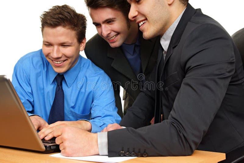 Geschäftsleute am Computer lizenzfreie stockfotografie