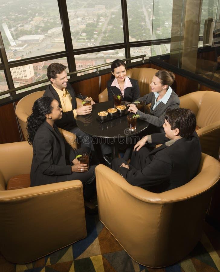 Geschäftsleute in der Gaststätte. stockfoto