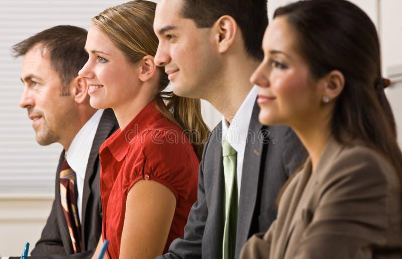 Geschäftsleute in der Sitzung lizenzfreie stockfotos