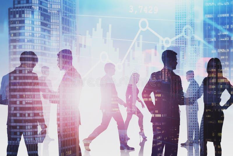 Geschäftsleute in der Stadt und in den Diagrammen lizenzfreie stockfotos