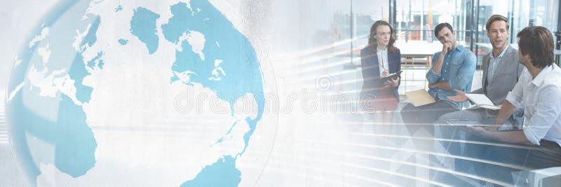 Geschäftsleute, die eine Sitzung mit Weltglobalem Übergangseffekt haben stockfotos