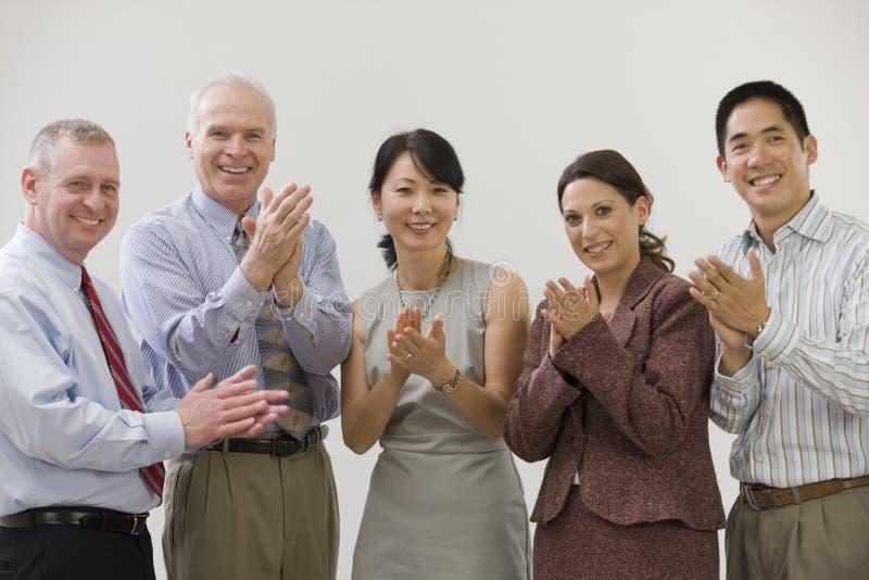 Geschäftsleute, die Erfolg zujubeln. stockfoto