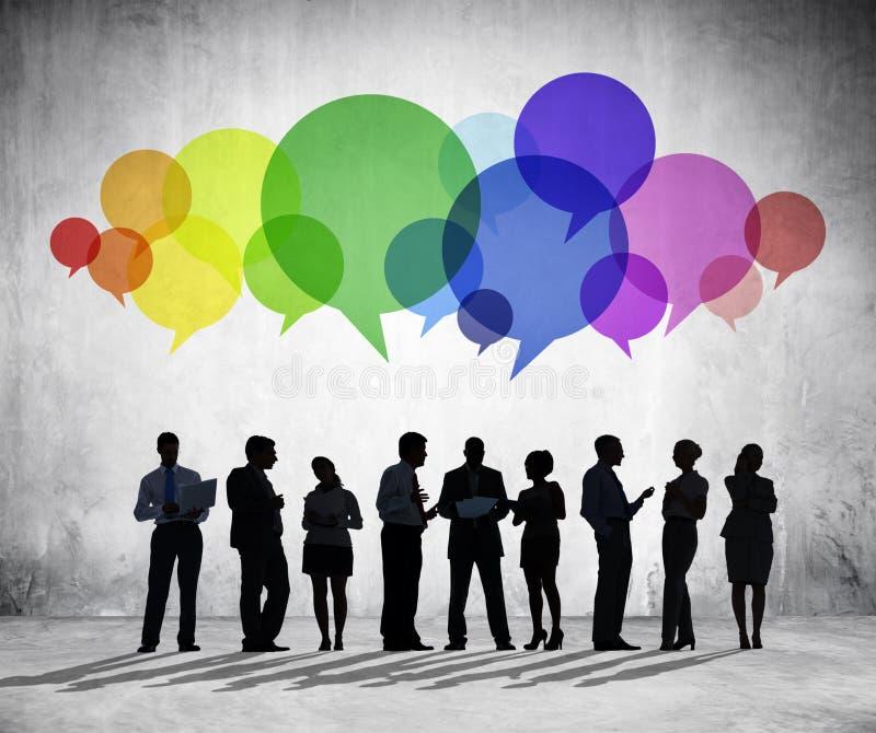 Geschäftsleute, die Gruppen-Diskussion haben lizenzfreie stockbilder
