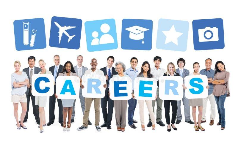 Geschäftsleute, die Wort-Karrieren und in Verbindung stehende Symbole halten stockbild