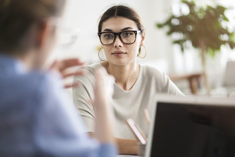 Geschäftsleute Diskussionsberater-Konzept lizenzfreies stockbild