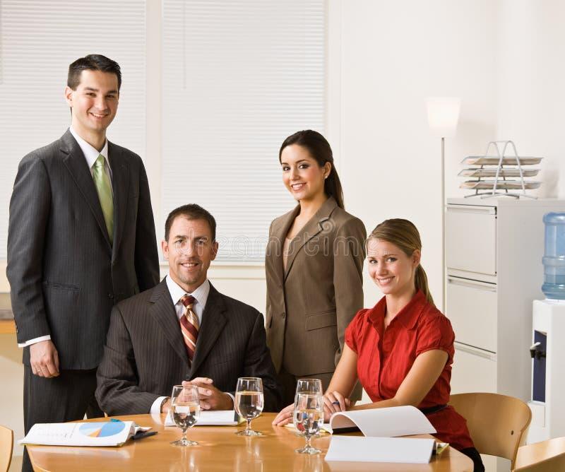 Geschäftsleute in einer Sitzung stockbilder