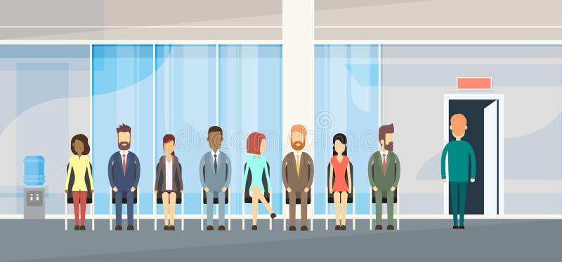 Geschäftsleute gruppieren das Sitzen in der Linie Reihen-Tür vektor abbildung