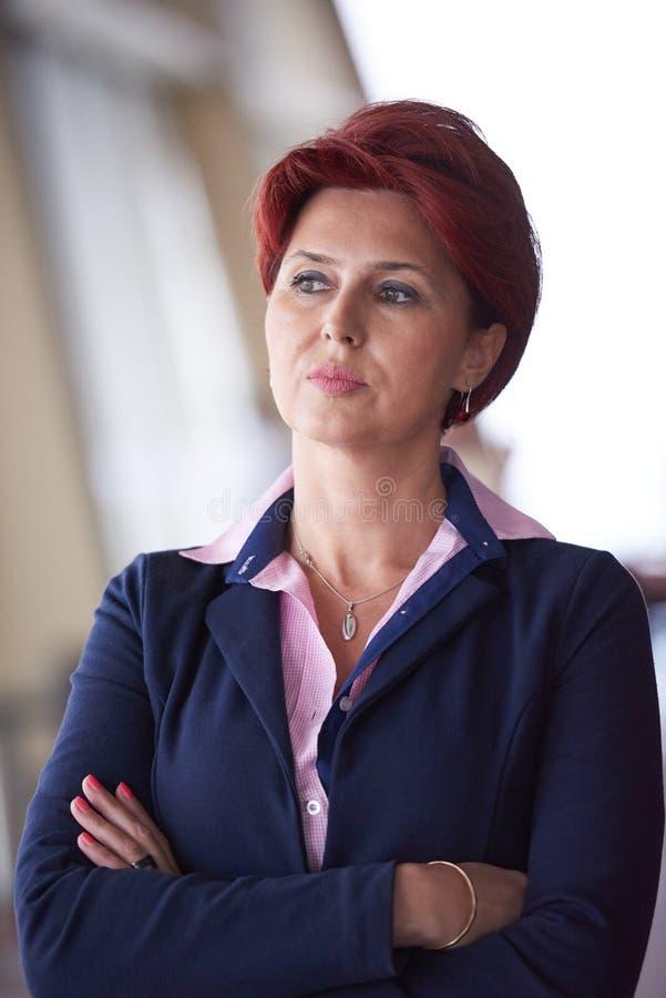 Geschäftsleute gruppieren, Frau in der Front als Teamleiter stockfoto
