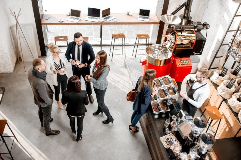 Geschäftsleute im Café lizenzfreie stockfotografie