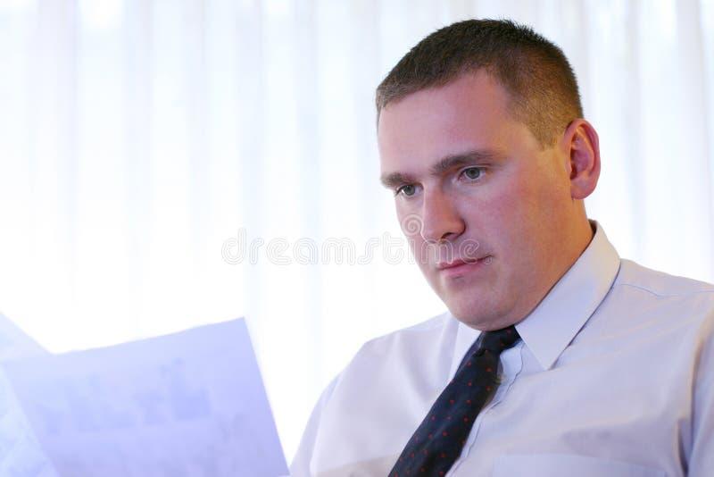 Geschäftsleute - Lesedokumente Lizenzfreies Stockfoto