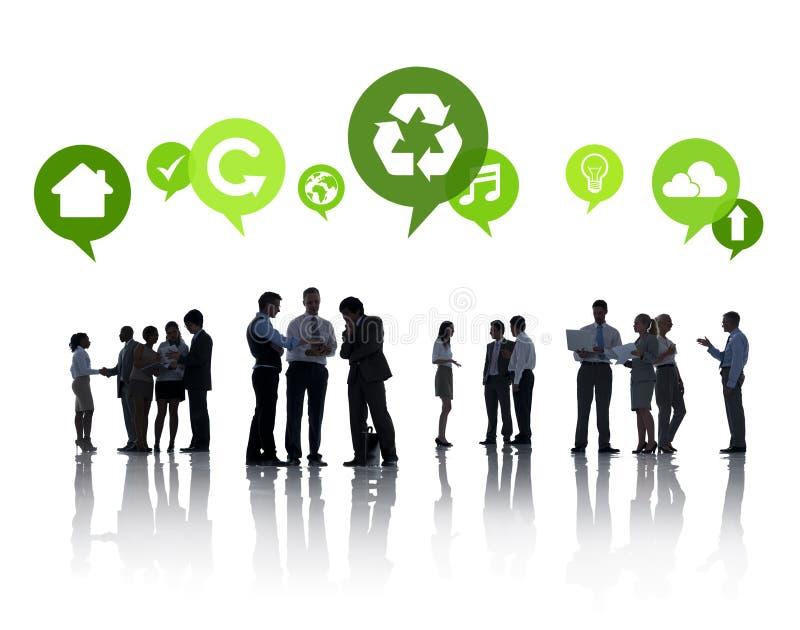Geschäftsleute mit grünen Konzepten lizenzfreies stockbild