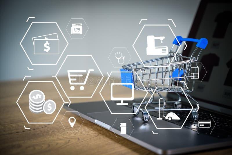Geschäftsleute nutzen Technologie E-Commerce Internet Global Marketing Purchasing Plan und Bank Concept lizenzfreies stockbild