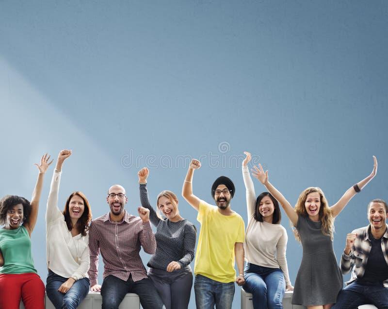 Geschäftsleute zufällige nette erfolgreiche Freundschafts-Konzept- stockfoto