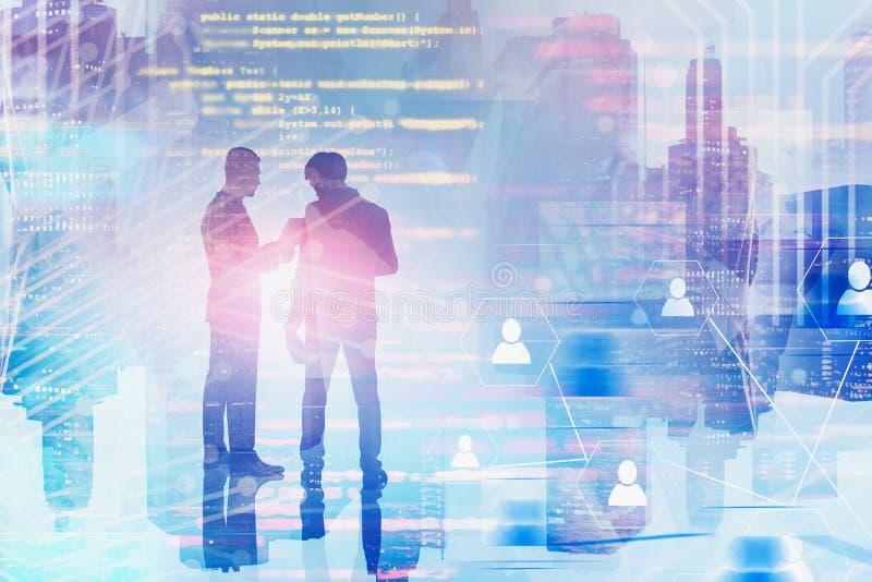 Geschäftsmänner, die Dokument, Sozialverbindung besprechen stockfoto