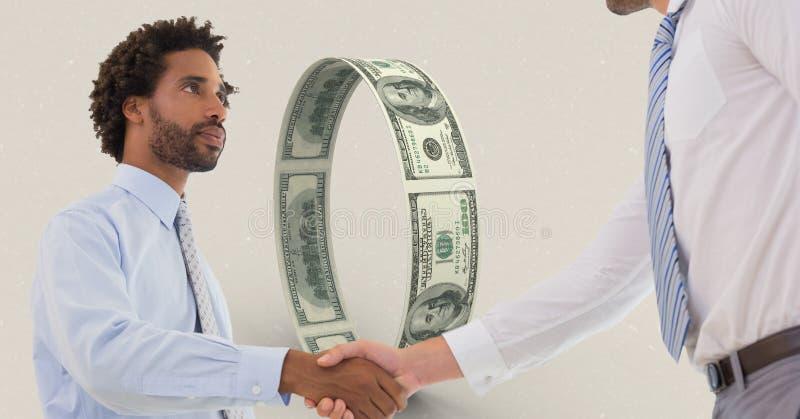 Geschäftsmänner, die Handgeld im Hintergrund rütteln lizenzfreie stockfotografie