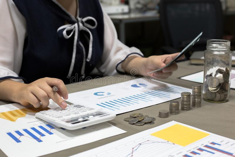 Geschäftsmänner haben ausgezeichnete Finanzplanung für die Firma Und Gewinne haben gefolgt, lizenzfreie stockfotos