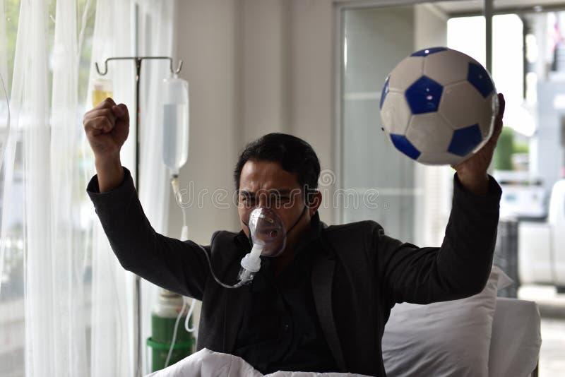 Geschäftsmänner haben noch einen Beifall für Fußball lizenzfreie stockbilder