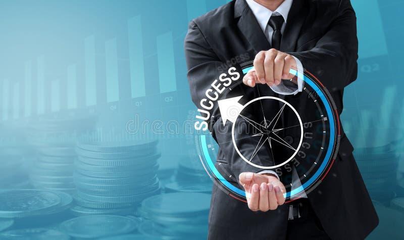 Geschäftsmann-Antriebskompaß zum Erfolg lizenzfreie stockfotos