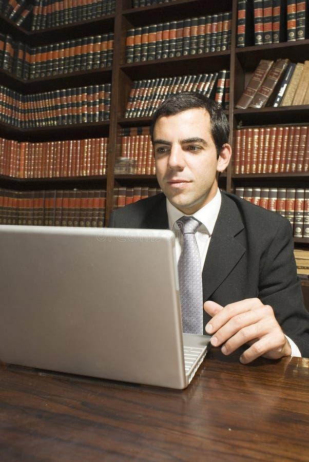 Geschäftsmann auf Laptop stockbilder