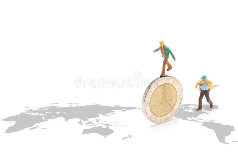 Geschäftsmann auf Münzen lizenzfreie stockfotos