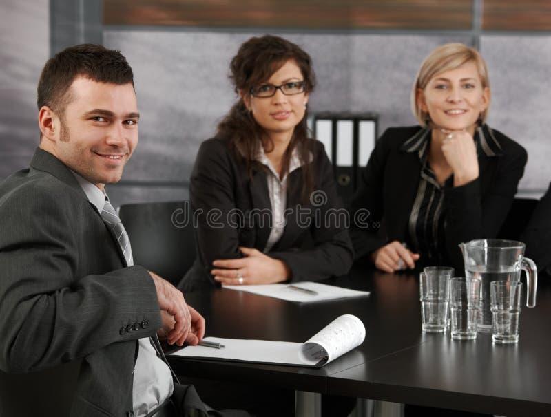 Geschäftsmann auf Sitzung lizenzfreie stockfotos