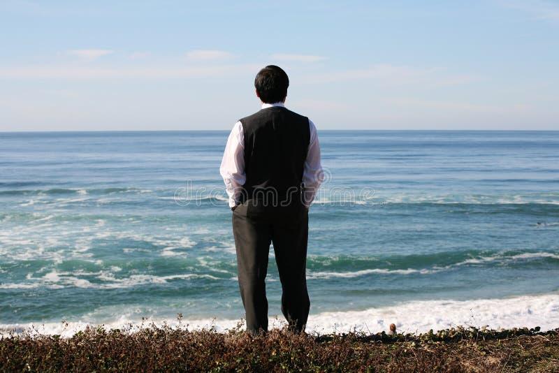 Geschäftsmann auf Strand stockfotos