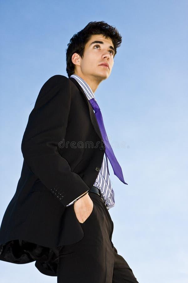 Geschäftsmann auf Treppen lizenzfreies stockfoto