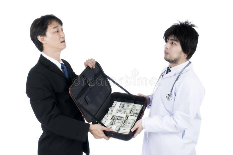 Geschäftsmann bot viel Geld dem Doktor verderben an lizenzfreie stockbilder