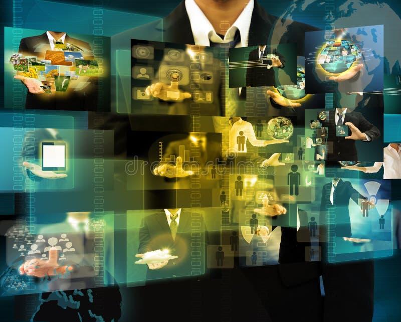 Geschäftsmann, der die erreichenden Bilder strömen in den Händen hält Financia stockfoto