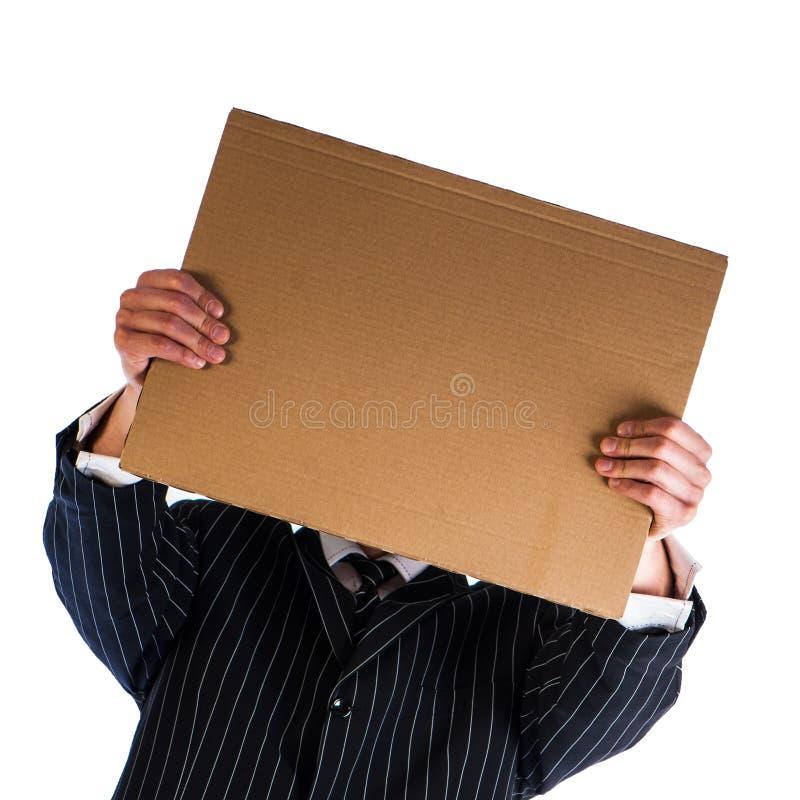 Geschäftsmann, der ein Pappblatt papier hält stockbilder