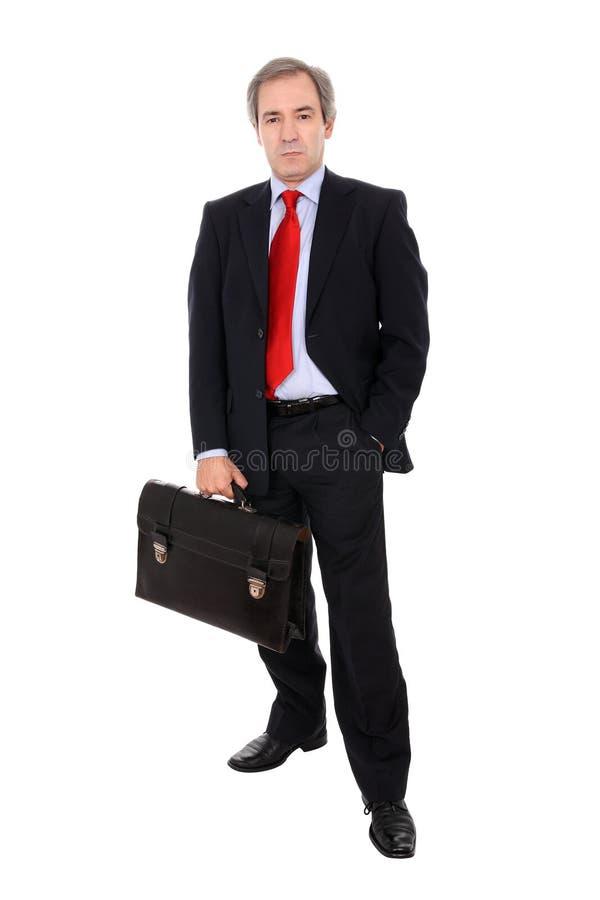Geschäftsmann, der einen Aktenkoffer trägt lizenzfreie stockbilder