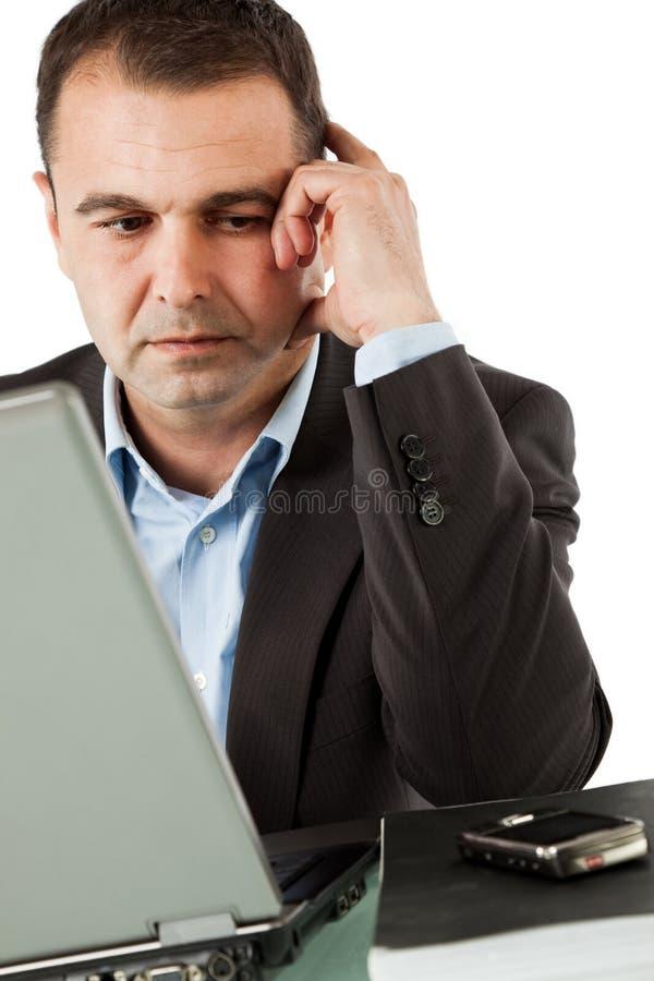 Geschäftsmann, der einen Aufruf wartet lizenzfreie stockbilder