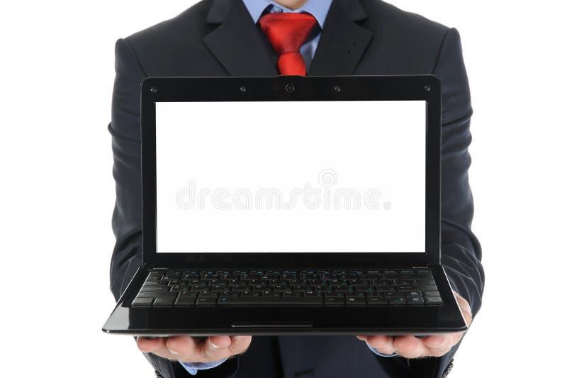 Geschäftsmann, der einen geöffneten Laptop anhält stockbilder