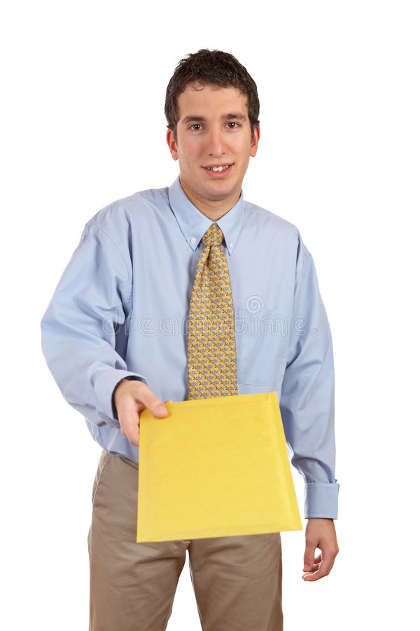Geschäftsmann, der einen Umschlag übergibt stockfotografie