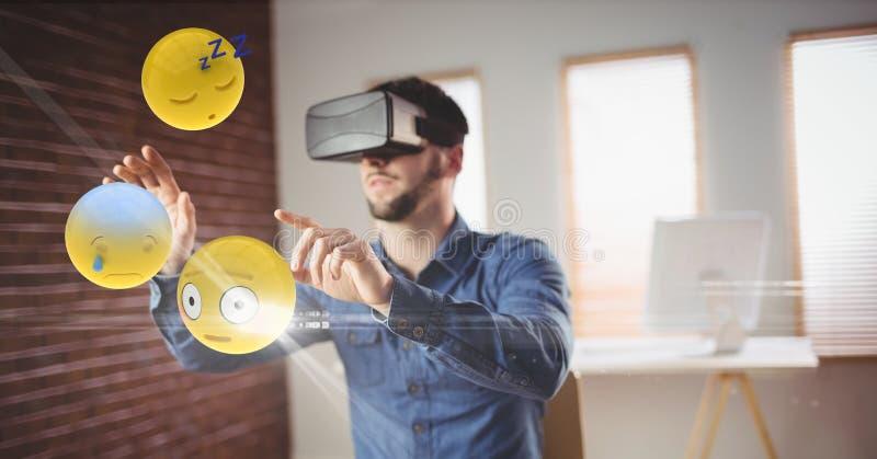 Geschäftsmann, der emojis durch VR-Gläser betrachtet lizenzfreie abbildung